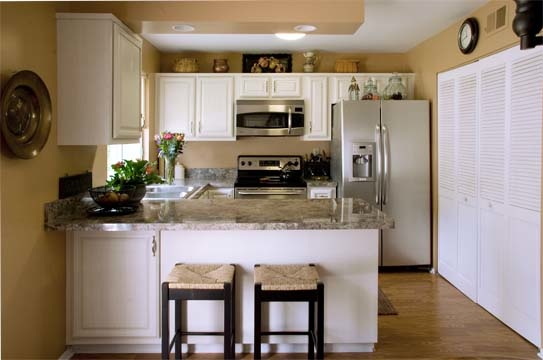 white cabinets kitchen is there a side to light kitchen cabinets 28530