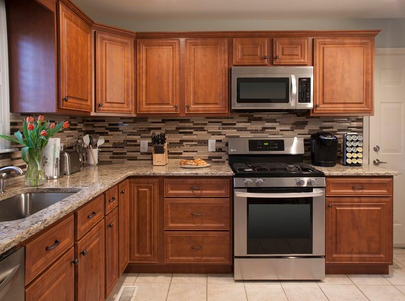 Stylish Kitchen Backsplash and Granite Countertop