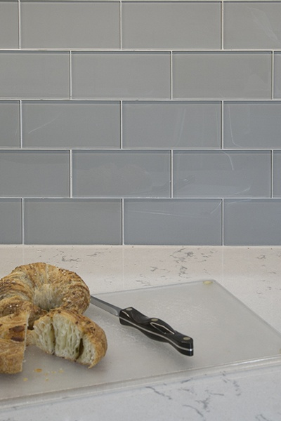 Glass Backsplash in Feather White