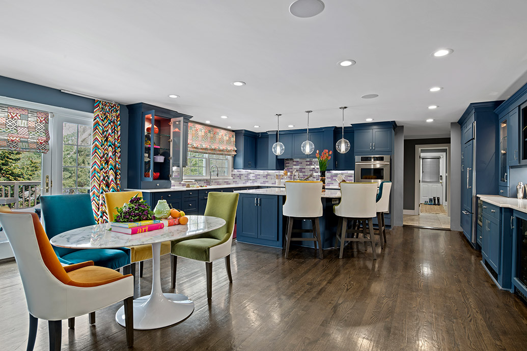 what 39 s the difference between modern and contemporary kitchen styles. Black Bedroom Furniture Sets. Home Design Ideas